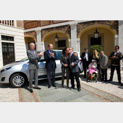 The Order of Malta presents a vehicle to the Foyer de Vie Princesse Stéphanie mental health care...